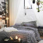 Une chambre noire et blanche au style bohème minimal. - Clem Around The Corner