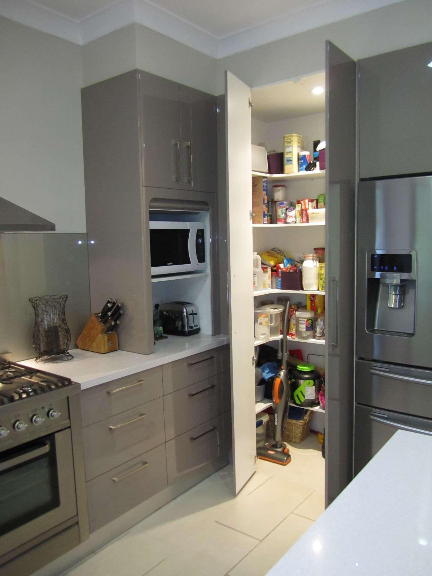 Voir les photos de nouvelles cuisines, rénovations et menuiseries personnalisées que nous avons achevées …