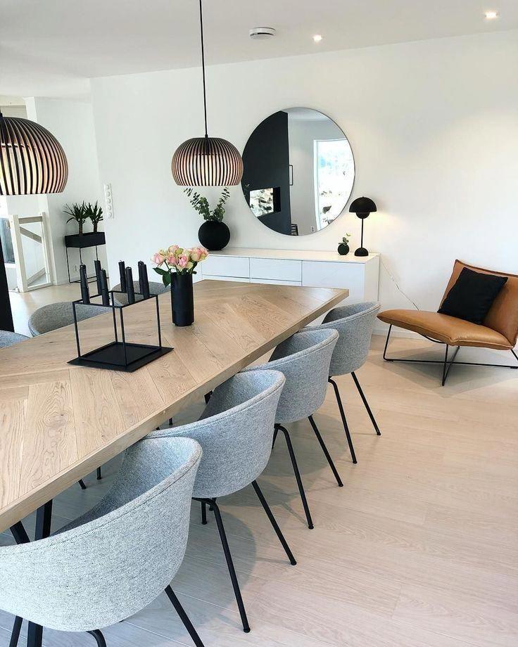 Vous devez voir cette merveilleuse salle à manger avec des meubles de luxe pour…