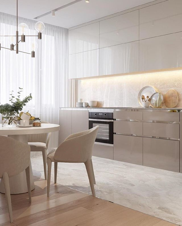 beige cuisine neutre planches de bois panneau plafond design idée moderne petit appartement …