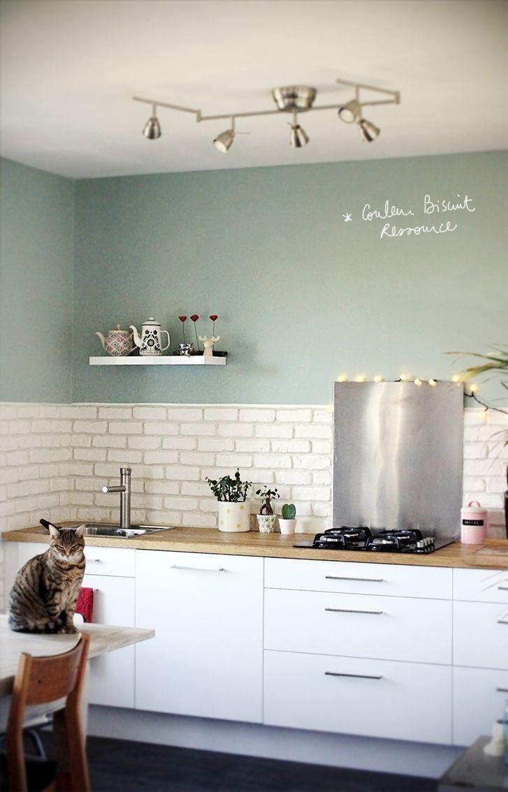 bonne couleur! pour cuisine ou couloir. Si gris-vert