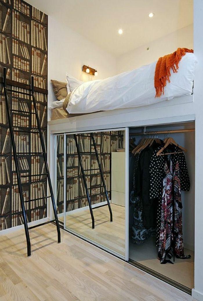 deco petite chambre adulte sur deux niveaux, avec bibliothèque sur toute la hau…
