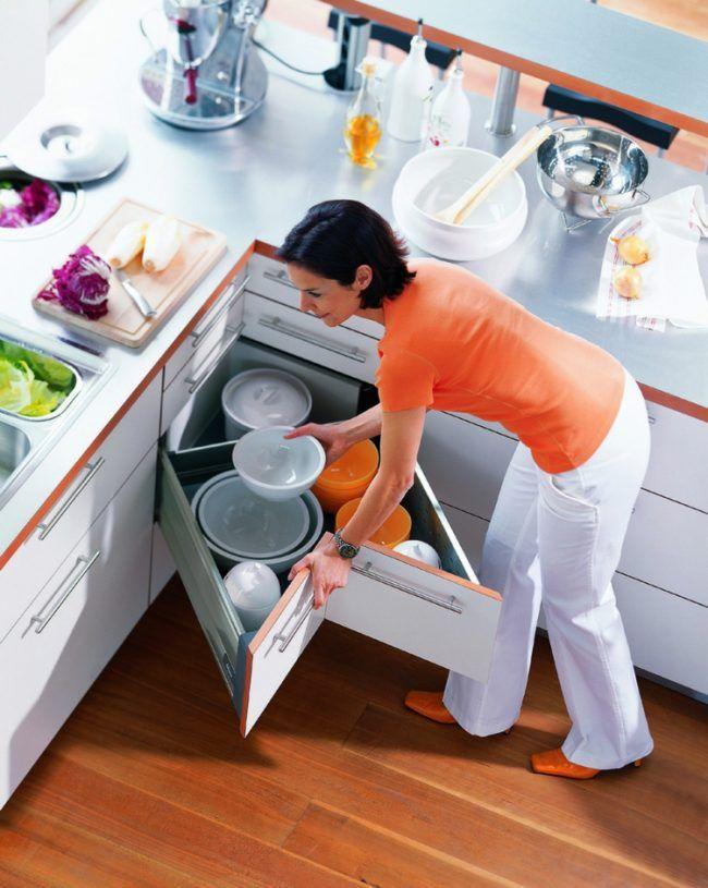 meuble d'angle de tiroir de cuisine idée-pratique-vaisselle-blanc