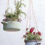 plantes dans de vieilles casseroles suspendues Photographie: Rolinda Windhorst Styling: Styl ...