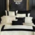 une chambre noir, or et blanc - #blanc #chambre #noir #une