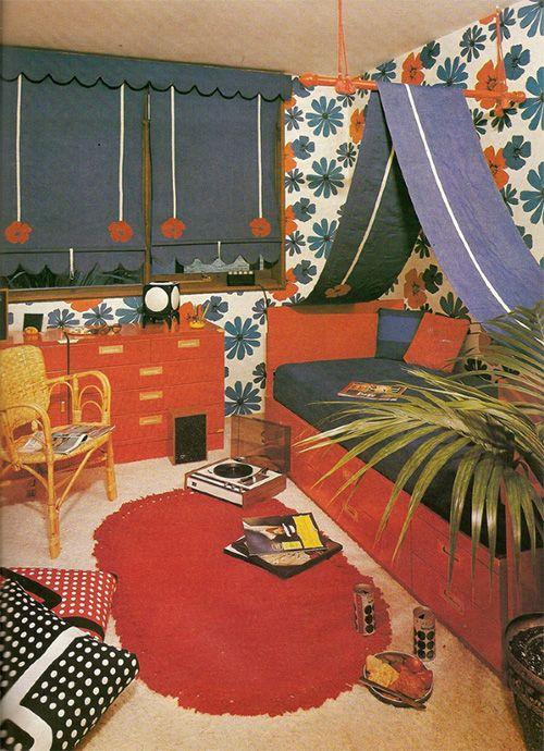 vintage children room decor // chambre enfant années 70 ✭ mid centure kids de…
