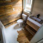26 'Legacy Tiny House on Wheels von Wood & Heart Co. - kleines badezimmer