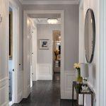 Bester Entwurf eines Wohnzimmers mit dunklem Holzfußboden
