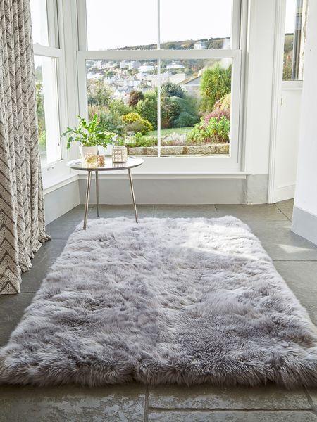 Large Luxurious Sheepskin Rug – Light Grey