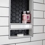 Modernes Badezimmer decken auf